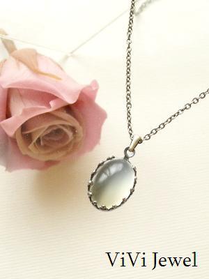 透明~白い天然石アクセサリー