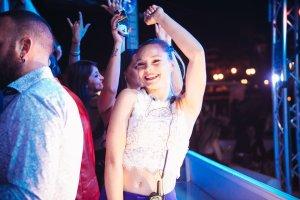 画像1: イタリアのクラブに踊りに行こう♪ 海の上の最高のクラブ。イタリアの一大イベント・サンレモ音楽祭のパーティ会場でもあり、私もついてるし安全!!サウンドシステムも最高!! (1)